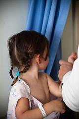 Ziekenhuiskleedje aandoen