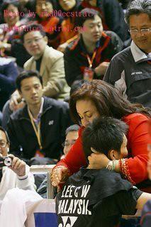 Rosmah_peluk_lagi by rosewood_antraxs.