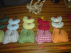 em fase de produção.. (Renata ...) Tags: galinha patchwork galinhas