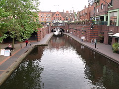 Broad Street tunnel from the Brewmasters Bridge - Brindley Place (ell brown) Tags: greatbritain england birmingham unitedkingdom canals westmidlands birminghamuk broadst brindleyplace martinchamberlain gasstreetbasin broadstreettunnel brewmastersbridge bcnmainline bccdiy birminghamcanalnavigationsmainline
