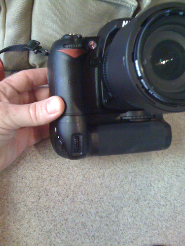 Battery grip for D90
