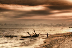 The Girl (Alfredo11) Tags: sea sky naturaleza seascape beach nature girl silhouette clouds landscape mexico mar sand waves playa paisaje arena cielo nubes alfredo silueta olas nikond300
