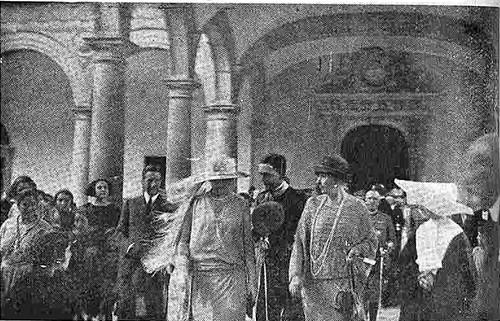 10 junio 1924. Visita de los Reyes de España e Italia a Toledo. Los Reyes de España e Italia en el Hospital de Tavera. Foto Fraile