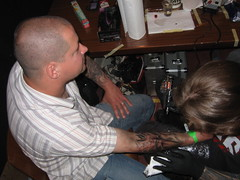 Toxyc tattooing Freehanded @ Alchemy tattoo expo '05 (Yabon_Gorky) Tags: tattoo geotagged expo convention freehand gorky dav alchemy yabon conthey gotagg toxyc yabongorky