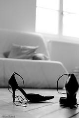 Retour... (colas81) Tags: bw woman white black sexy canon blackwhite shoes noir shot awesome indoor nb talon l perso blanc chaussures intérieur ih noirblanc retour awesomeshot talonaiguille blackdiamant blackwhitephotos superaplus aplusphoto womanshoes flickrcinated monochromeaward