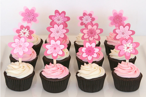 Baby Shower Cupcakes with Flower Toppers