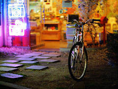 2018/1909*:#z^ (june1777) Tags: snap street seoul hongdae lomography shop night light 5d ef 85mm f12 1600 clear bicycle canon eos e favz
