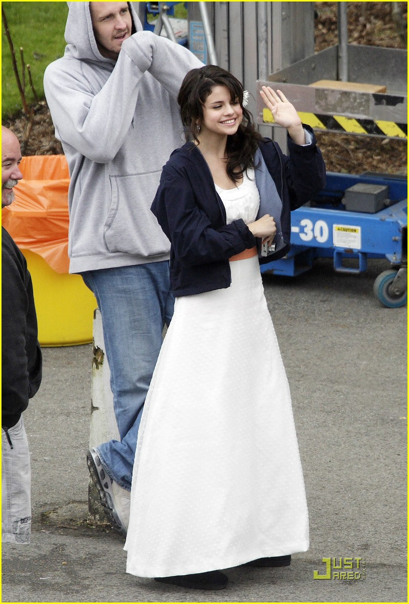 selena-gomez-white-dress-06
