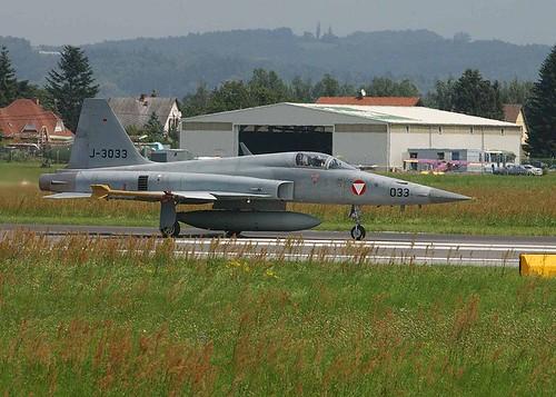 Fighter airplane picture - f-5 Austria