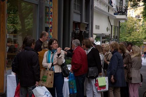 Markedsdag i Bygdøy allé - utenfor den nyåpnede butikken til Pascal