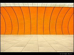 orange wall (Feldman_1) Tags: orange underground subway mnchen ubahn architektur marienplatz feldman modernearchitektur