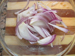Sliced red onion