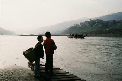 長江にいきる01