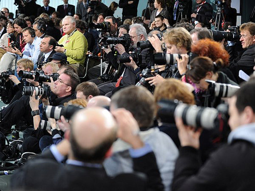 Photographers prepare to snap EU leader, 22 February 2009