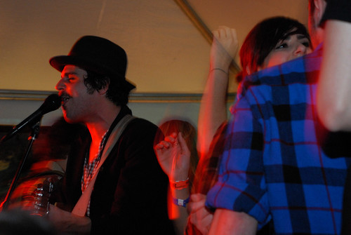 Langhorne Slim pretends there arent people having a conversation right behind him.