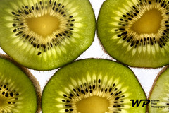 Kiwi (warrenjrp) Tags: portugal price fruit canon d interior side seeds fruta warren kiwi wp sementes 450 kivi detalhes fruteira fuit filamentos 450d warrenprice