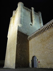 Castle at night / Castillo de noche (SamwiseGamgee69) Tags: espaa castle night noche spain valladolid castillo torrelobatn