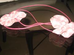 Colar de fuxico (Mar de flores) Tags: flowers tiara flores pano flor fuxico agenda colar yoyo camiseta fux fita tecido croche cetim fuxicos fuxicando crochetando flordefuxico fuxicaria fuxic