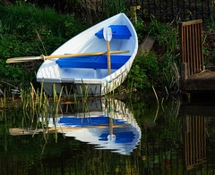 small blue & white boat (lovestruck.) Tags: uk bridge blue england brown sun white reflection green water sunshine river easter geotagged countryside boat canal april berkshire kennetandavon oars kennet kintbury cy2 challengeyouwinner pentaxk10d fotocompetition fotocompetitionbronze geo:lat=51401655 geo:lon=1451654