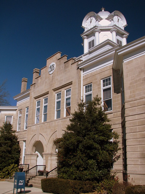Cumberland Co. Courthouse: Tall extreme angled view