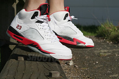 air jordan 5 retro - white/fire red-black (SHOOTO) Tags: jordan nikeairjordan airjordan5 airjordanv 136027162