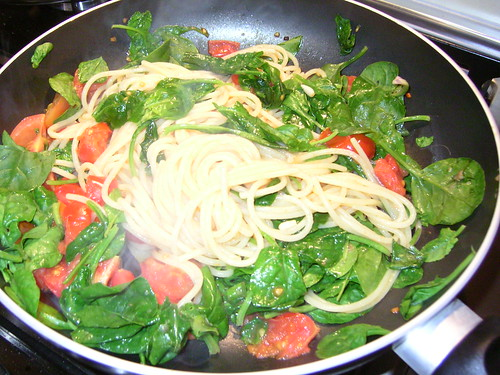 spaghetti pomodori e spinaci