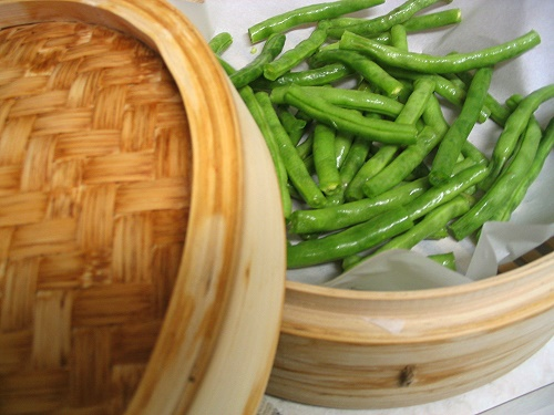 Steaming green beans