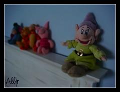 Muñecos (Alberto Jiménez Rey) Tags: colour azul de toys san colores alberto leon pooh manuel rey fernando lucia winnie martinez enano isla juguetes peluches tapia blancanieves jimenez enanito mudito