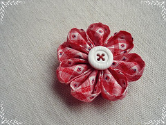 Fuxico Kanzashi (Minhas Crias) Tags: artesanato fuxico tecido retalho trabalhosmanuais kanzashi flordetecido