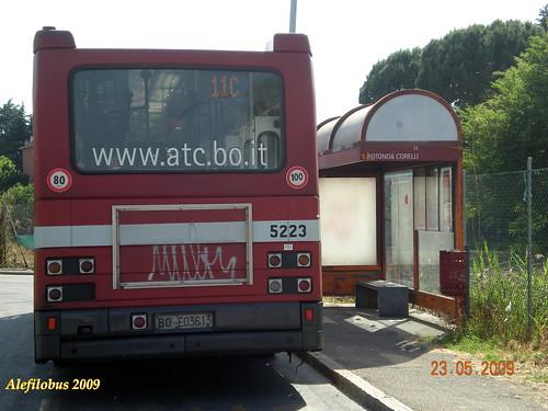 Bologna: autobus IVECO 480 TurboCity n° 5223 al capolinea ROTONDA CORELLI