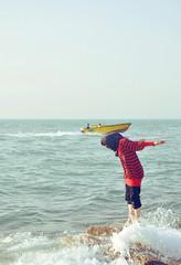 (~Zohreh~) Tags: red girl boat iran persiangulf boushehr بوشهر zohreh booshehr موج زهره خليجفارس قايق یوووووووهووووووووو