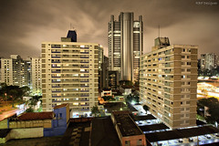 Brooklin at night (rbpdesigner) Tags: light brazil slr luz southamerica brasil night america canon lights luces amrica br nightshot lumire sopaulo sampa sp noturna nocturna noite 5d luci luzes brooklin nuit nocturne hdr luce robocop lumires nachtaufnahme brsil amricadosul amriquedusud amricadelsur canoneos5d sdamerika  paulicia  repblicafederativadobrasil americameridionale terradagaroa gneyamerika