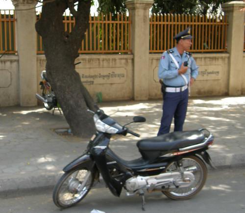 23.金邊的交通警察