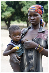 paoua (andrequillien) Tags: sein rca afrique mangue allaitement paoua