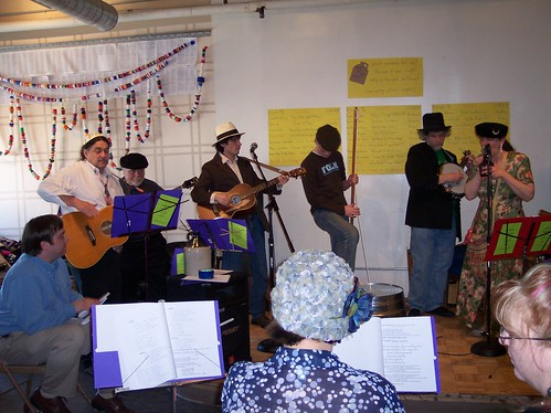 2009-04-11 Jug band Seder 018