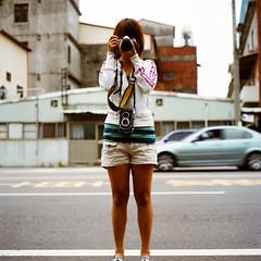 New Minolta Autocord Crew Autocord (Daa) Tags: street portrait people 120 6x6 tlr square friend taiwan taichung   twinlensreflex     minoltaautocord  mediunformat    kodakpotra400vc rokkor75mmf35 dadutownship birdinwhite tlr  20090421 iso400pushedtoiso800