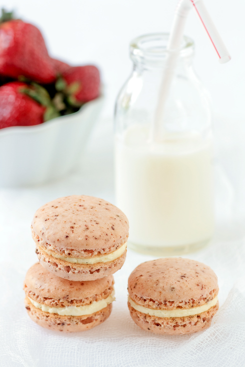 Powdered Strawberry Macarons