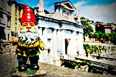 Benjamin David travelling_3 (Lost in a Secret Garden) Tags: travelling town high gnome italia dwarf amelie alta bergamo città poulain