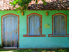 Vila de Trancoso (Graa Vargas) Tags: door roof house window brasil explore bahia interestingness106 quadrado i500 graavargas viladetrancoso 2009graavargasallrightsreserved 26428181009