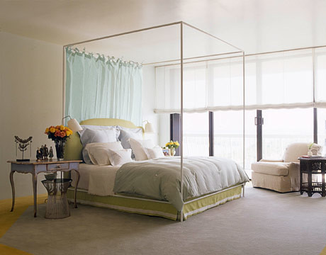 Dreamy white bedroom: Vincente Wolf's Palm Beach makeover + modern four-poster + 'Patriotic White' by Benjamin Moore