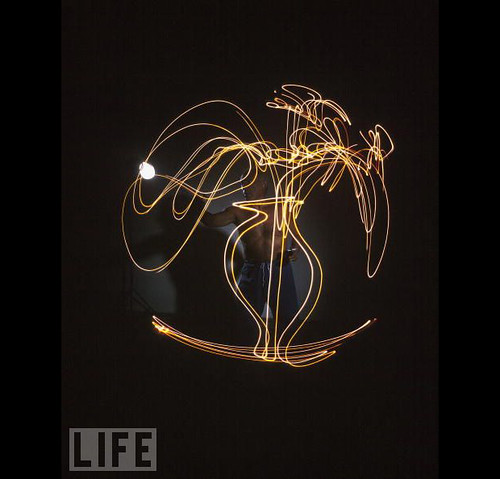 picasso-drawing-with-light-3