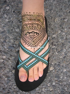 Mehndi design to fit flip flop