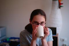 kat drinking tea