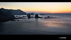 tapecer nel gavieru (Chamicu) Tags: sunset costa sol del de tin atardecer mar agua asturias playa el puesta cudillero acantilado rocas silencio asturies cantabrico cuideiru seoane chamicu gavieru