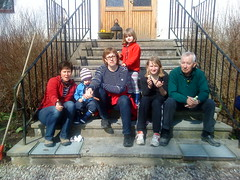 Ice cream break on the stairs (Daniel Glifberg) Tags: shozu axel gotland lera elsa endre glifberg c902phone
