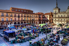 It\'s Saturday morning! Market – Mercado, Plaza Mayor León HDR