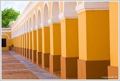 Antiguo Arsenal de la Marina Española (wegstudio) Tags: building oldsanjuan columns perspective perspectiva archs viejosanjuan plazadearmas arcos estructura columnas sanjuanpr