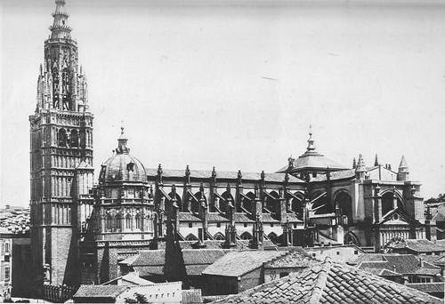 Catedral de Toledo con el cimborrio antes de ser demolido en 1910. Foto Moreno