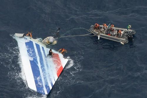 Encontraron un total de 24 cuerpos del vuelo AF 447 y más partes del avión