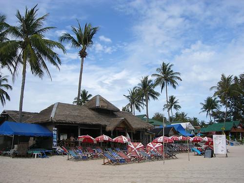 サムイ島 今日のお天気 椰子ぶき屋根のレストランバーOtto